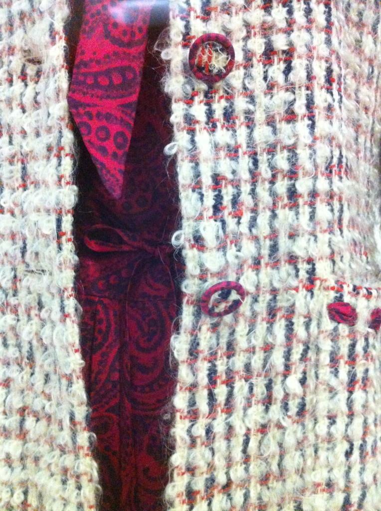 Japon van zijde met paisley motief en met stof beklede knopen