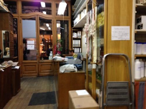 Interieur winkel hoedenmaterialen Parijs