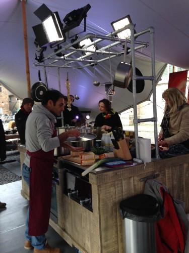 Veldkeuken op de Markt in Doesburg, EO, Geloven op 2