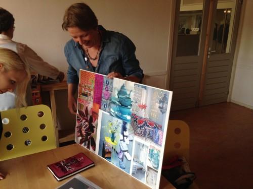 Marjolein van der Heide vol trots met haar werk