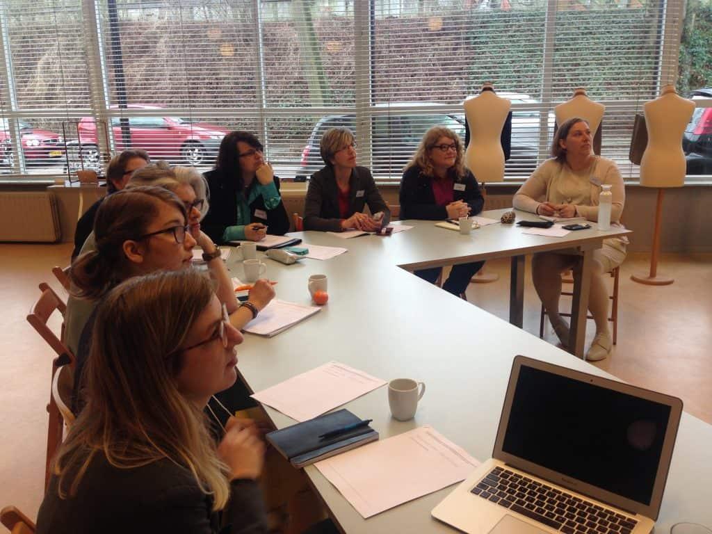 Geboeid luisteren tijdens de Inspiratiedag voor creatieve ondernemers bij ArnhemLab