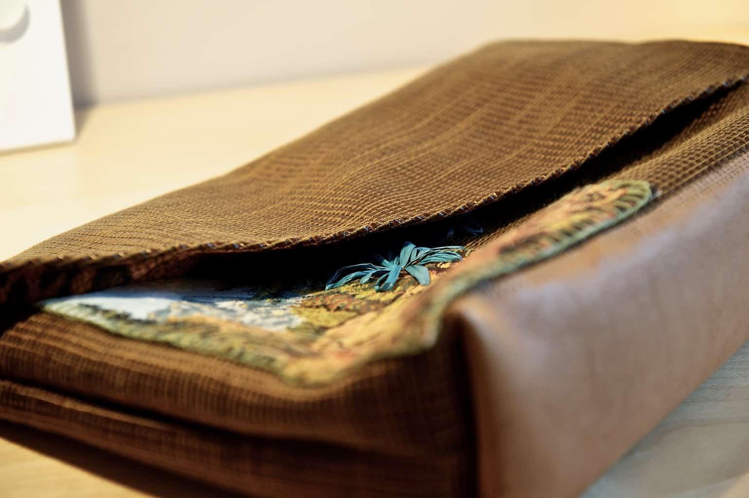 Tas met borduursel, gerecycled materiaal, Saskia ter Welle, geborduurde clutches